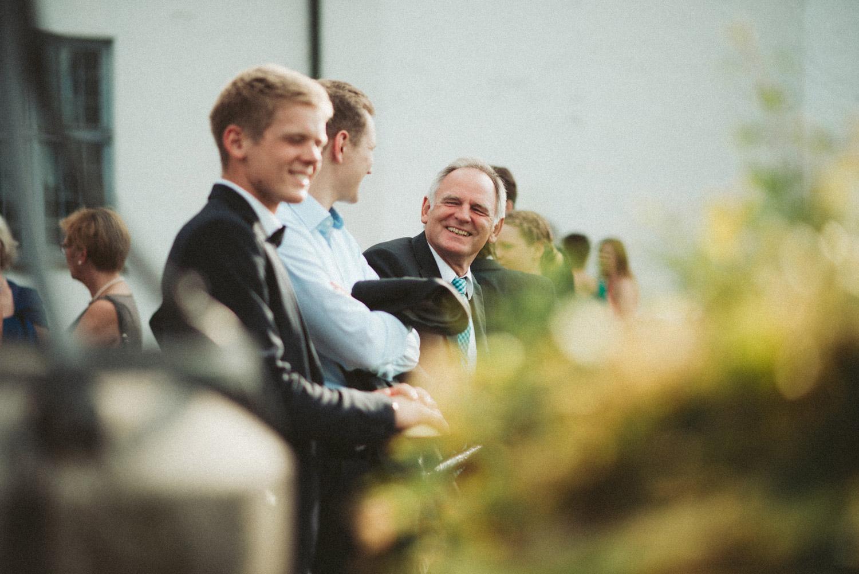 Aufewig-Hochzeitsreportage-Hochzeitsfotos-Schleswig-Holstein-Gluecksburg-Flensburg-R131